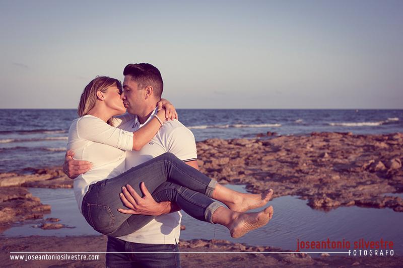 Fotos de preboda en la playa de los Arenales del Sol