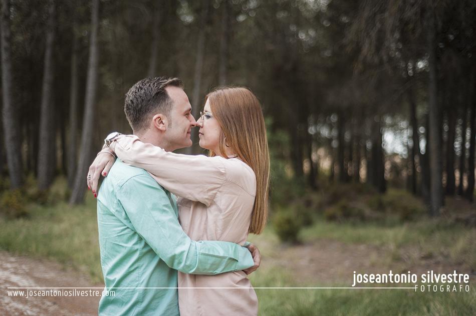 Fotografo de bodas en Alicante - Preboda en el campo con humo de colores