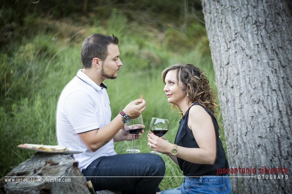 Fotografo de bodas en Alicante - Preboda en Ibi por el campo