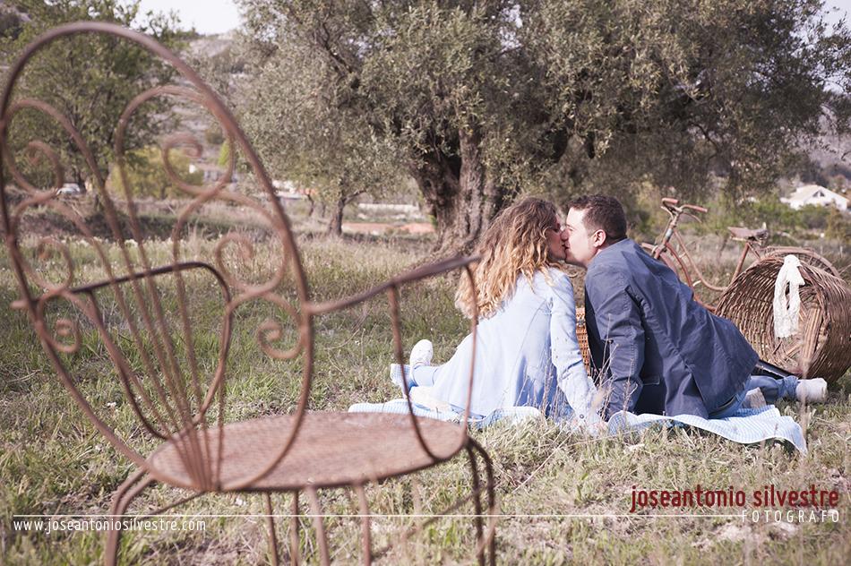 Fotografo de bodas en Alicante - Preboda por el campo en Ibi